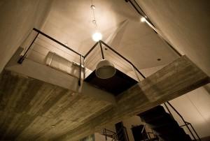 căn nhà được xây bằng đá với khung bê tông (13)