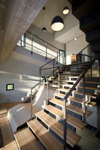 căn nhà được xây bằng đá với khung bê tông (14)