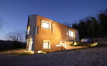 căn nhà được xây bằng đá với khung bê tông (16)