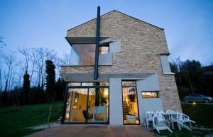 căn nhà được xây bằng đá với khung bê tông (4)